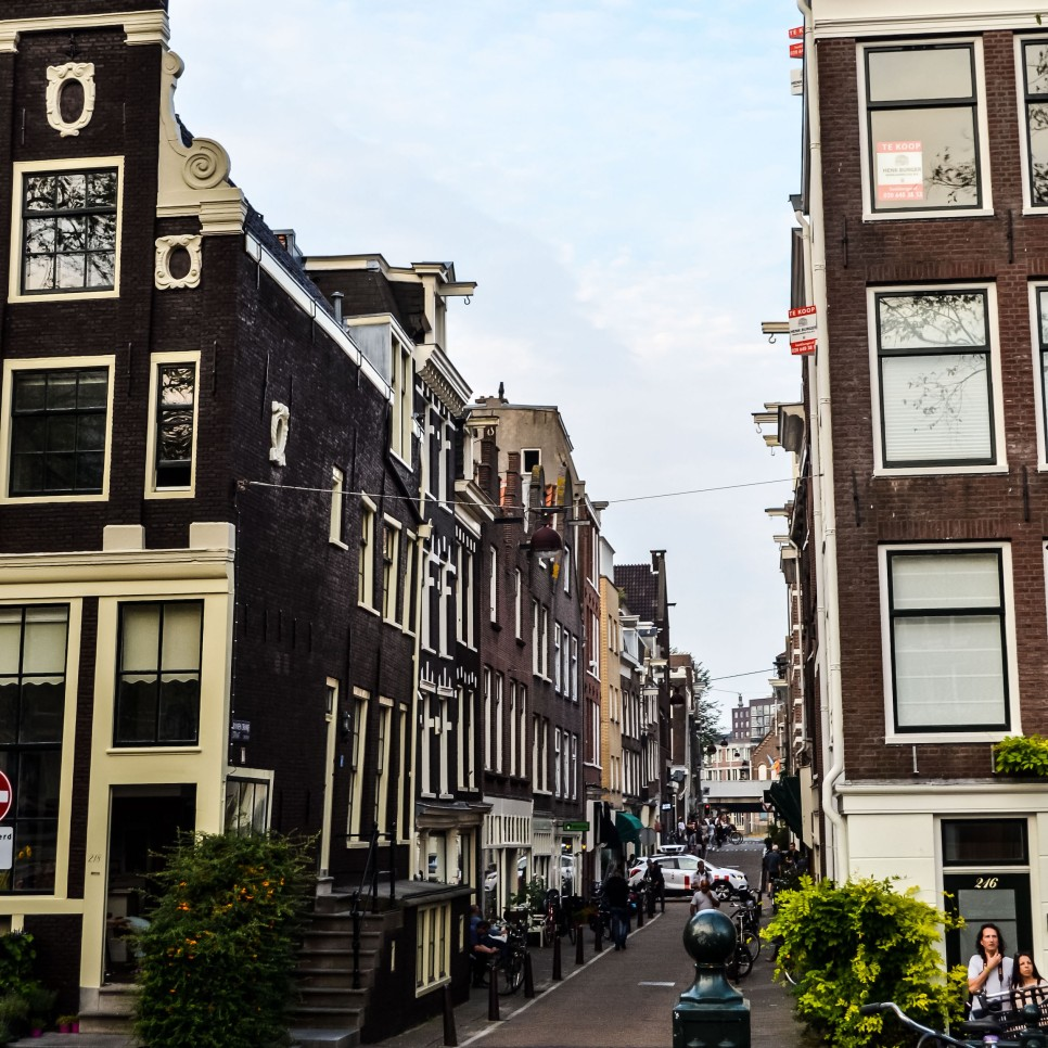 Amsterdam_city_streets_