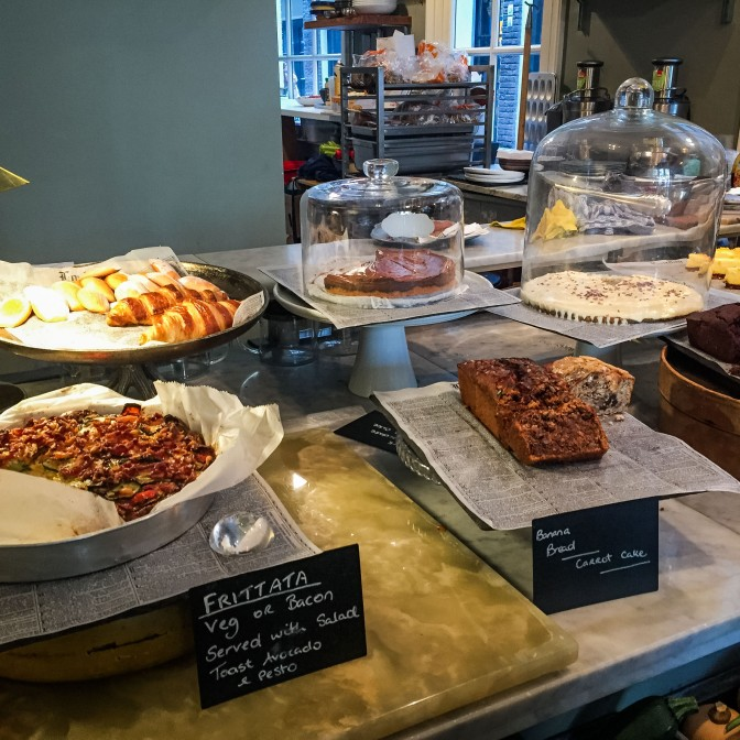 Amsterdam_food_cafe_counter