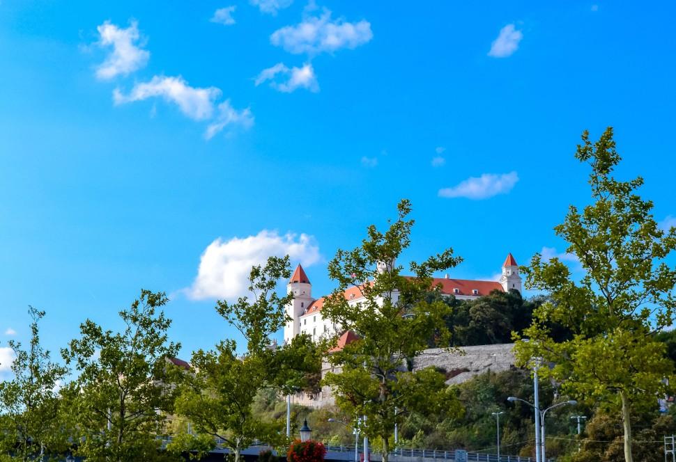 Bratislava_castle_away
