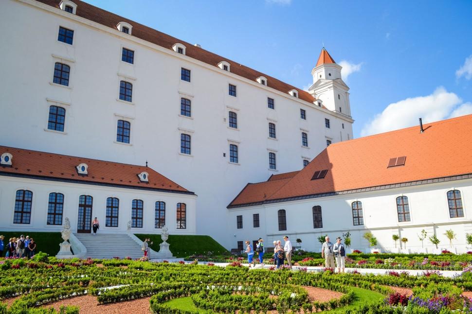 Bratislava_castle_garden