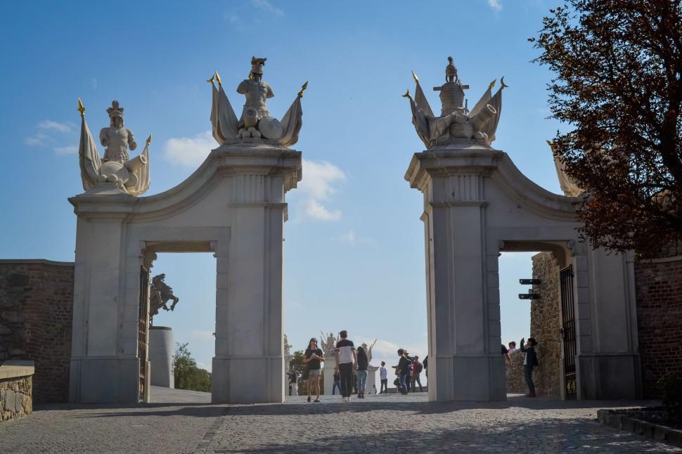 Bratislava_castle_gates
