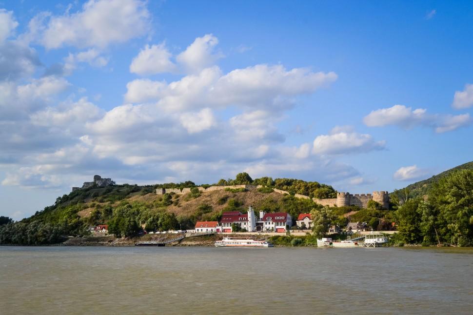 Bratislava_danube_boat_castle_1