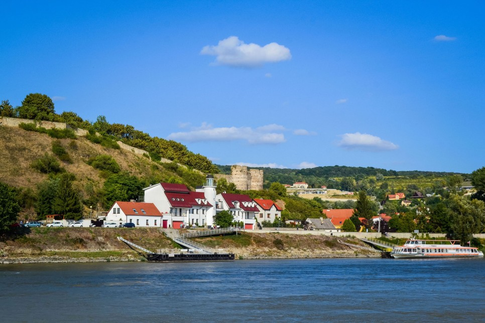Bratislava_danube_boat_castle_2