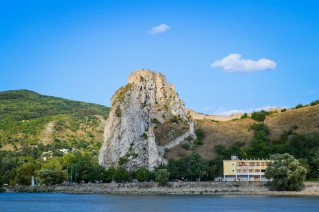 Bratislava_danube_boat_castle_3