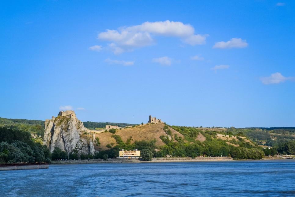 Bratislava_danube_boat_castle_4