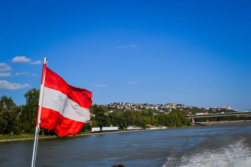 Bratislava_danube_boat_flag.jpg
