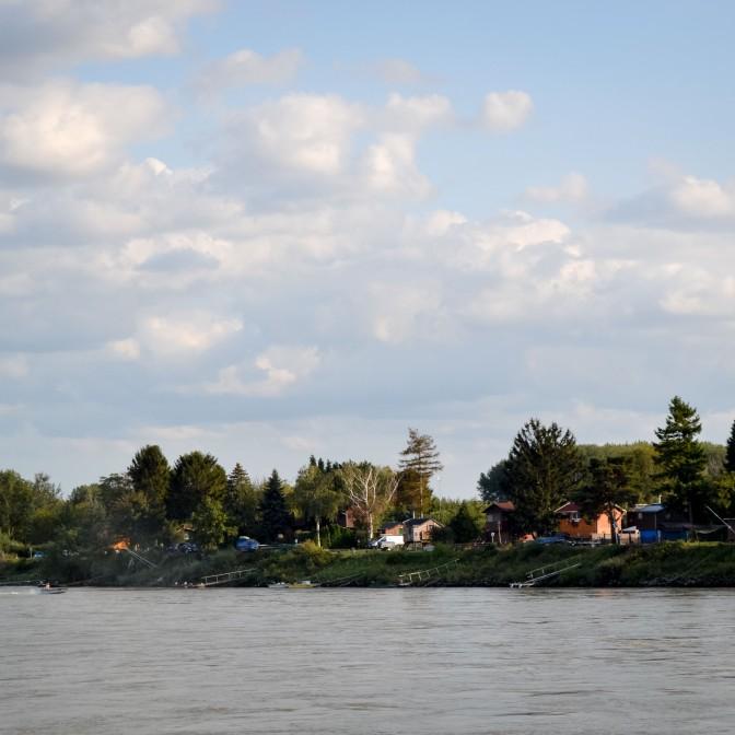 Bratislava_danube_boat_vienna_cottages