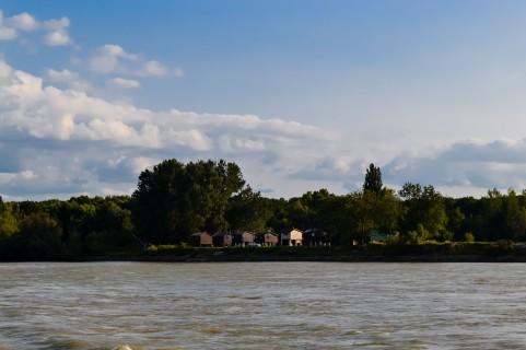 Bratislava_danube_boat_vienna_fishing house