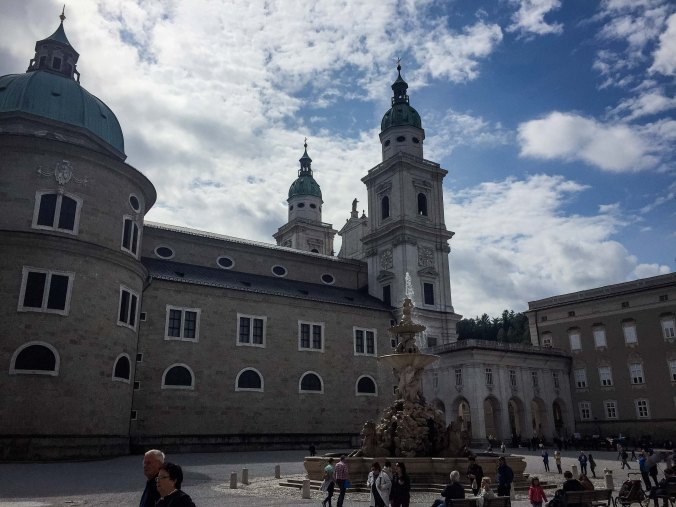 Salzburg_city_sights_cathedral_residenzplatz