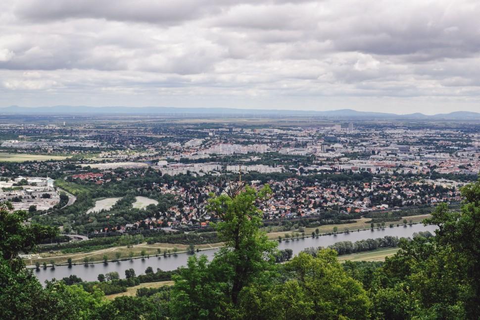 Vienna_hike_leopoldsberg_view_floridsdorf