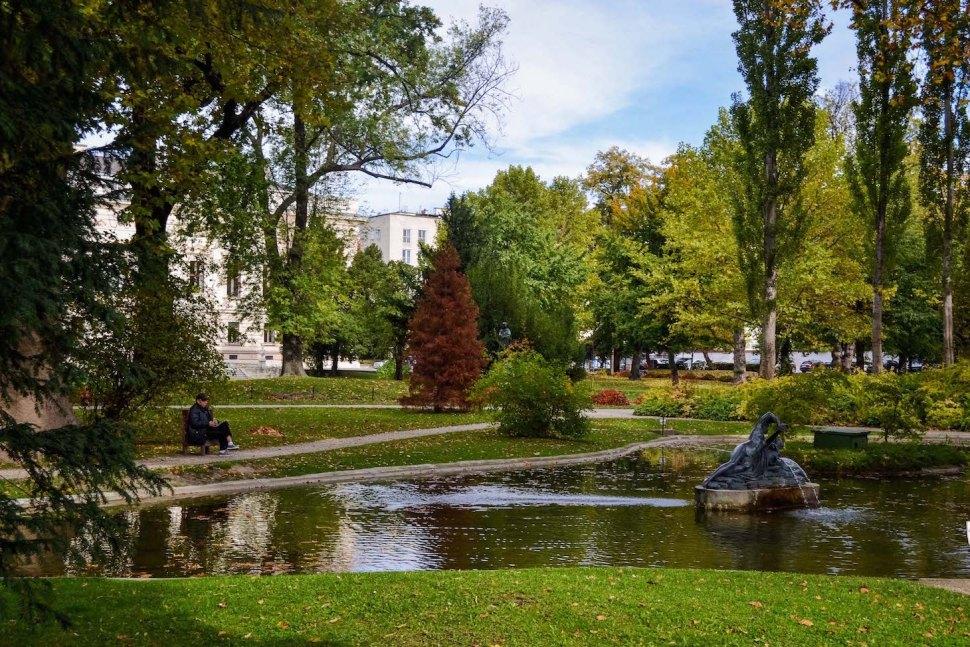 Autumn_vienna_liechtenstein-park_garden_pond