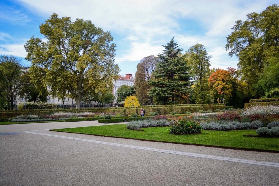 Autumn_vienna_liechtenstein-park_trees