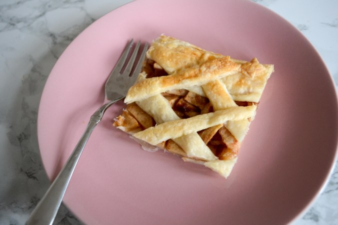 desserts_quick_easy_plantbased_apple-pie_piece