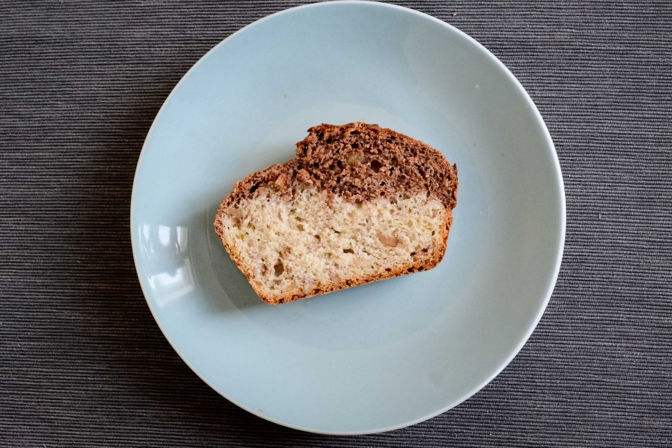 desserts_quick_easy_plantbased_banana-bread-piece