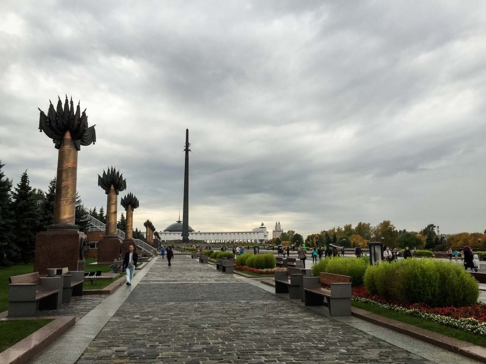 russia_moscow_parks_park-pobedy_pillars