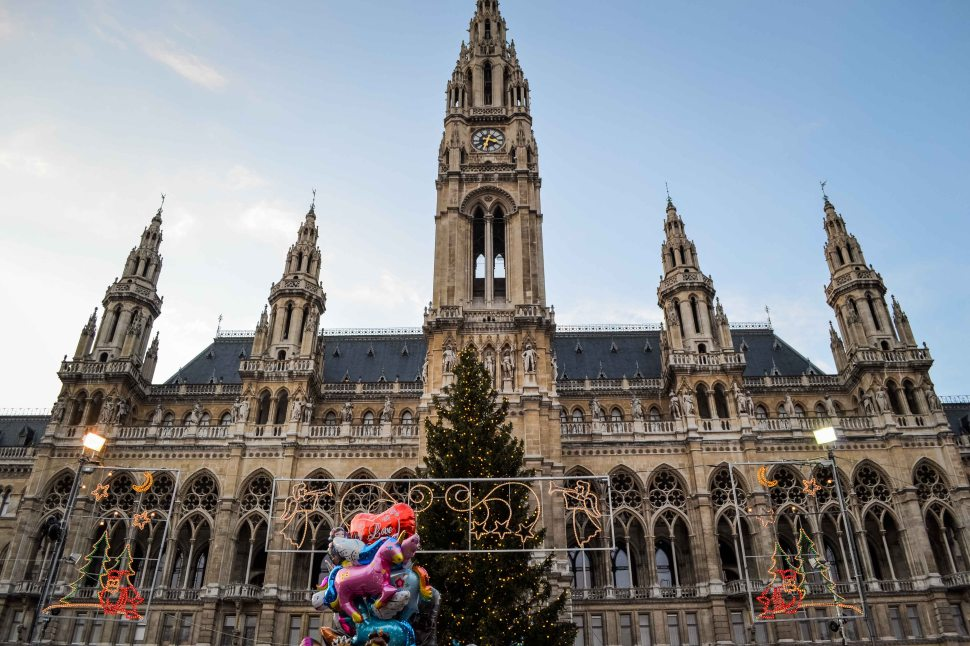 vienna_christmas-market_rathausplatz_city-hall