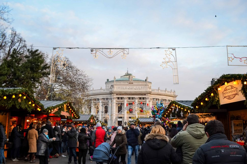 vienna_christmas-market_rathausplatz_decoration_2