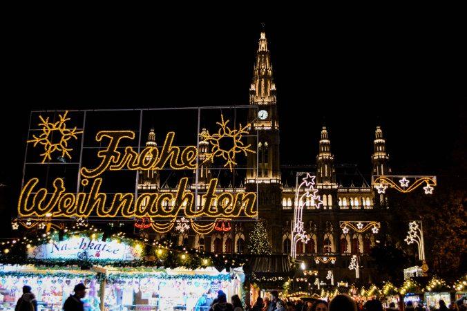 vienna_christmas-market_rathausplatz_evening-2