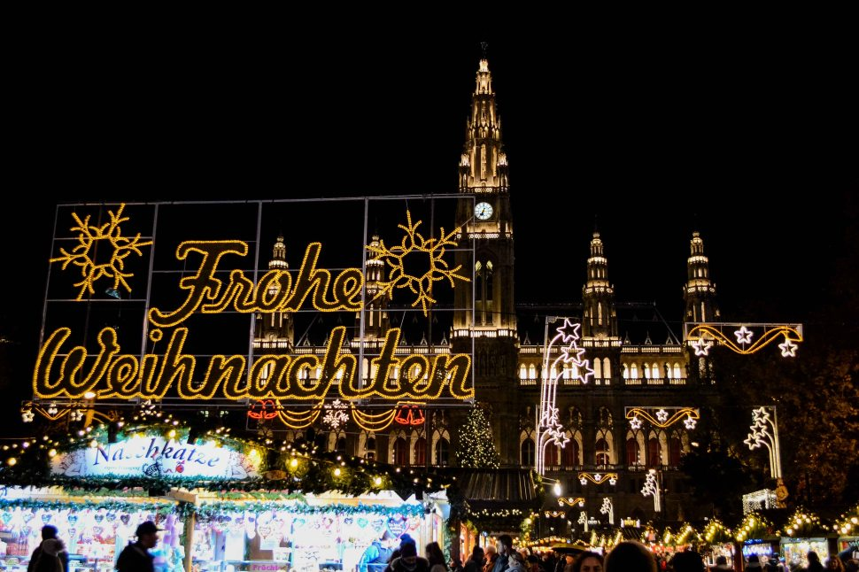 vienna_christmas-market_rathausplatz_evening-2