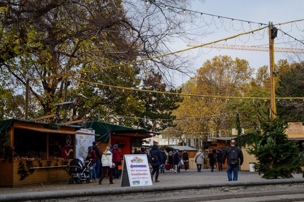 vienna_christmas-market_stalls_