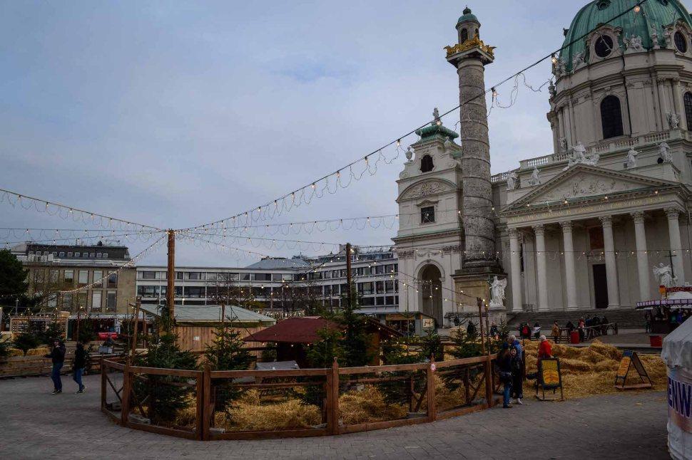 vienna_christmas-market_straw