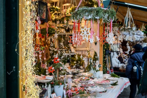vienna_christmas-markets_schönbrunn_booth1