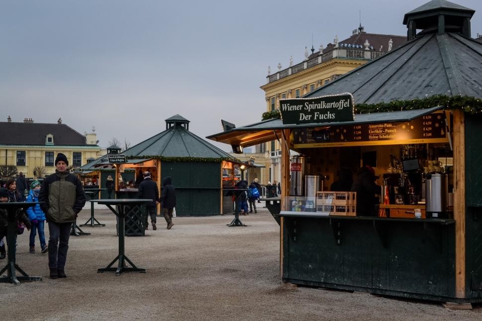 vienna_christmas-markets_schönbrunn_booth2