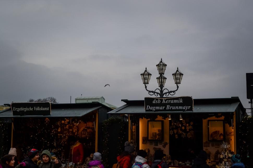 vienna_christmas-markets_schönbrunn_booth5_sky