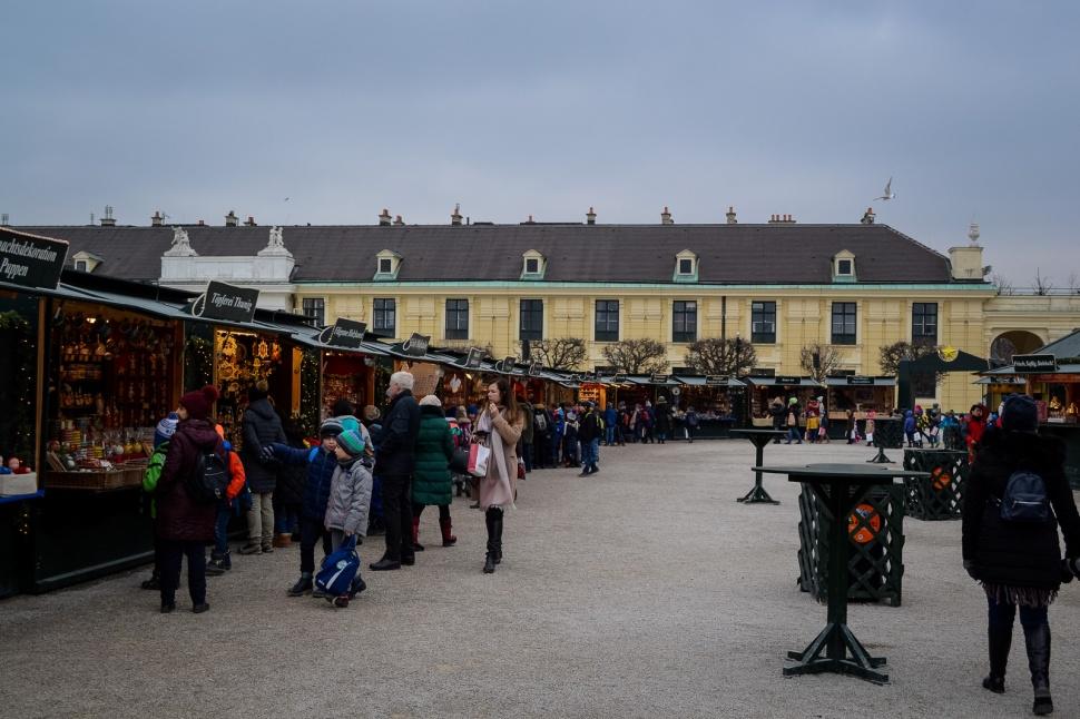 vienna_christmas-markets_schönbrunn_booths