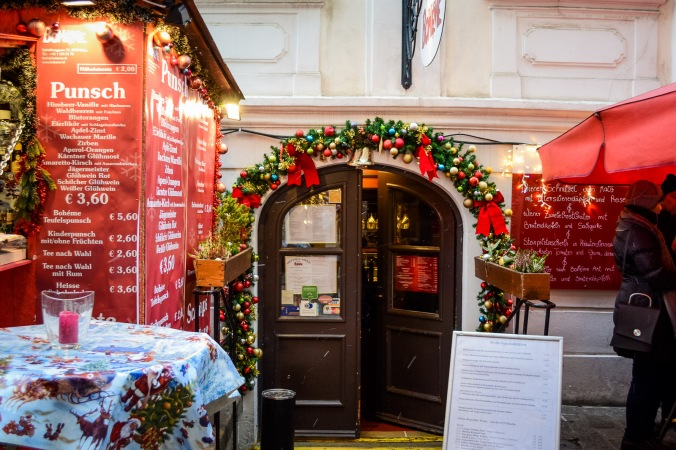 vienna_christmas-markets_spittelberg_street_door