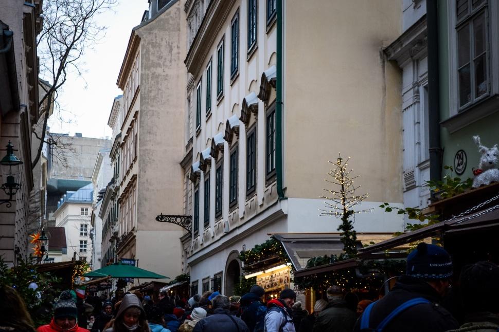 vienna_christmas-markets_spittelberg_street_lane