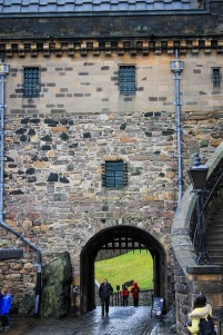 uk_scotland_edinburgh_city_architecture_walkway