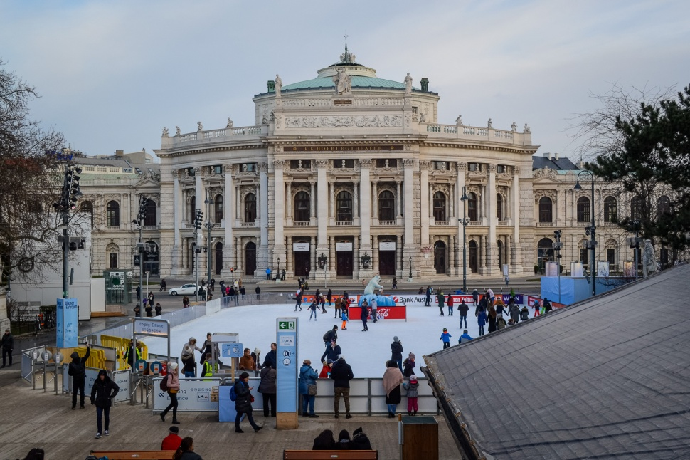 northernsunlight_winter_vienna_eistraum_burgtheater