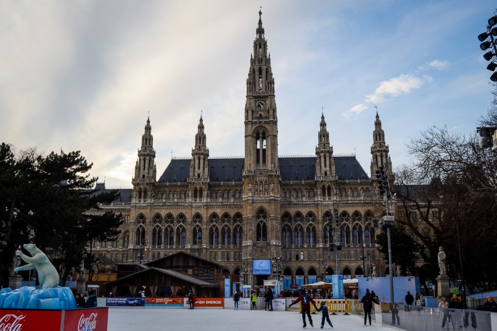 northernsunlight_winter_vienna_eistraum_rathausplatz