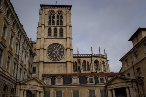 northernsunlight_travel_lyon_old-town_cathedral_side