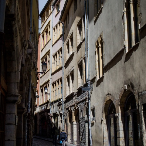 northernsunlight_travel_lyon_old-town_lane_1
