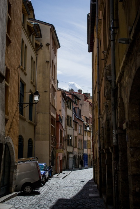 northernsunlight_travel_lyon_old-town_lane_2