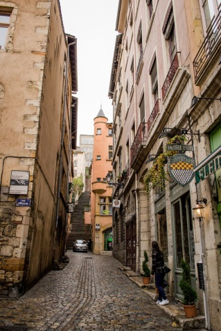 northernsunlight_travel_lyon_old-town_lane_4